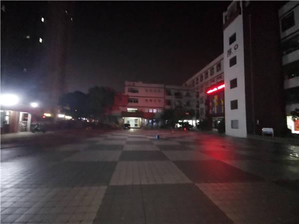 江苏省扬中实验小学广场二期防滑施工.jpg